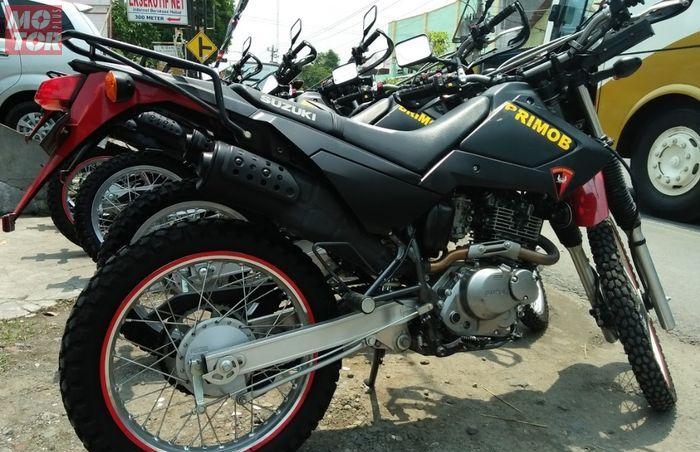 Suzuki DR200S memang ada di Indonesia dan dipakai oleh Brimob, diimpor langsung dari Jepang