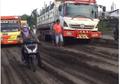 Pantes Jadi Trek Motocross, Video Jalan Manyar Gresik Yang Rusak Parah