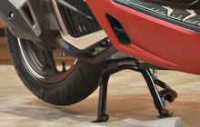 Cara Benar Injak Standar Tengah Motor Matik, Biar Awet Terus