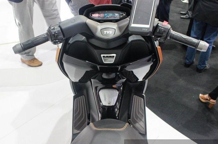 Area kemudi motor konsep TVS Entorq 210