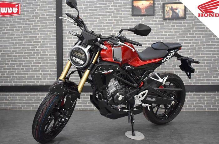 Honda CB150R Streeter dengan warna merah