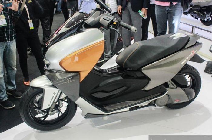 TVS siapkan pesaing skutik Yamaha NMAX