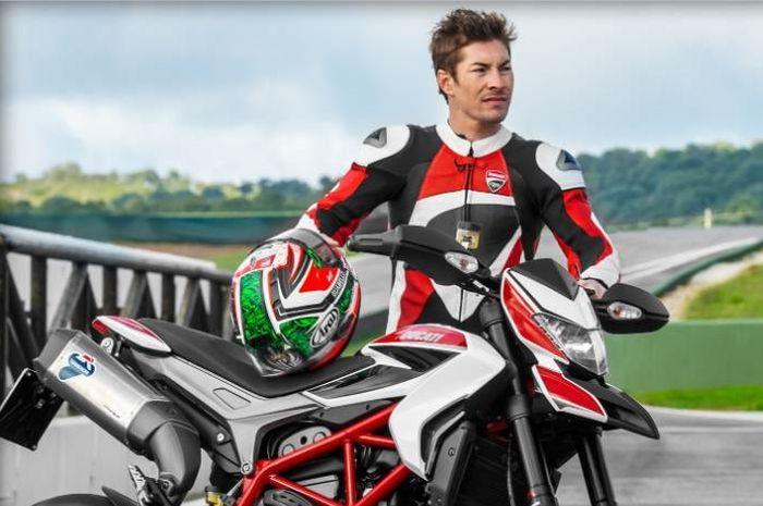 Nicky Hayden dan Ducati Hypermotard
