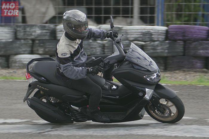 Cornering dengan motor Yamaha NMAX