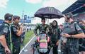 Ada Umbrella Girl Berhijab di MotoGP