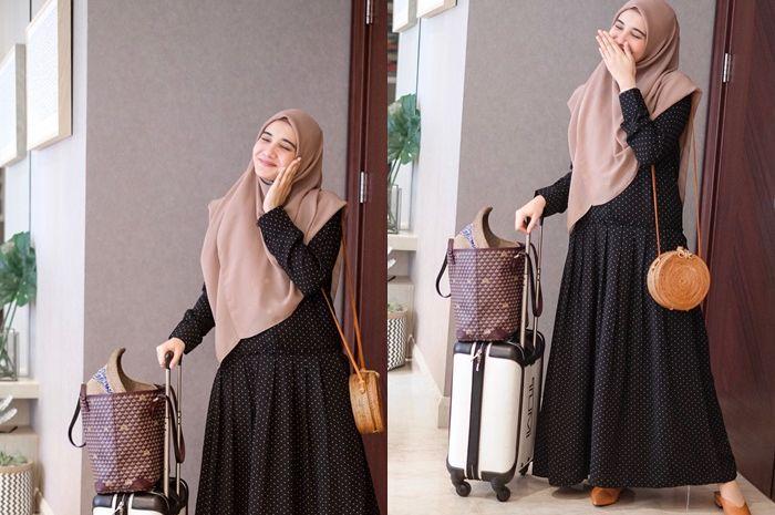 Inspirasi Gaya Hijab Traveling ala Zaskia Sungkar, Mudah Dicontek!