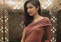 Contek Fashion Buat Kondangan Ala Mikha Tambayong. Menawan!