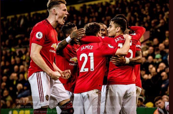 Para pemain Manchester United merayakan gol ke gawang Norwich.