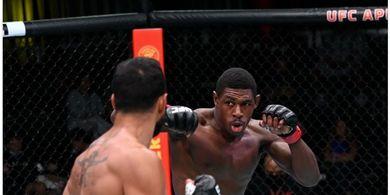 Hasil UFC Vegas 37 -  Sempat Makan Lutut Terbang, Tendangan Wakanda Sikat Lawan dengan Pukulan Ganas