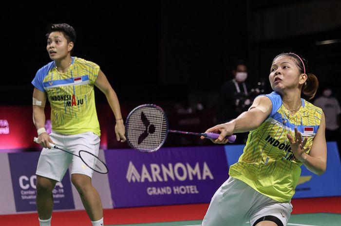 Aksi pasangan ganda putri, Greysia Polii/Apriyani Rahayu, pada semifinal Thailand Open II 2021 di Impact Arena, Bangkok, Thailand, 23 Januari 2021.