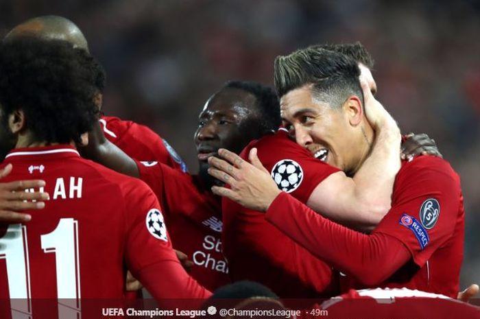Penyerang Liverpool, Roberto Firmino, merayakan gol dengan rekan-rekannya dalam laga leg I babak perempat final Liga Champions kontra Porto di Stadion Anfield, 9 April 2019.