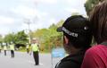 Video Pria 'Bule' Kena Razia, Polisi Kebingungan Mau Kasih Jawaban Apa