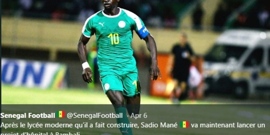 VIDEO - Rendah Hati, Striker Liverpool Sadio Mane Bantu Kitman Angkat Air