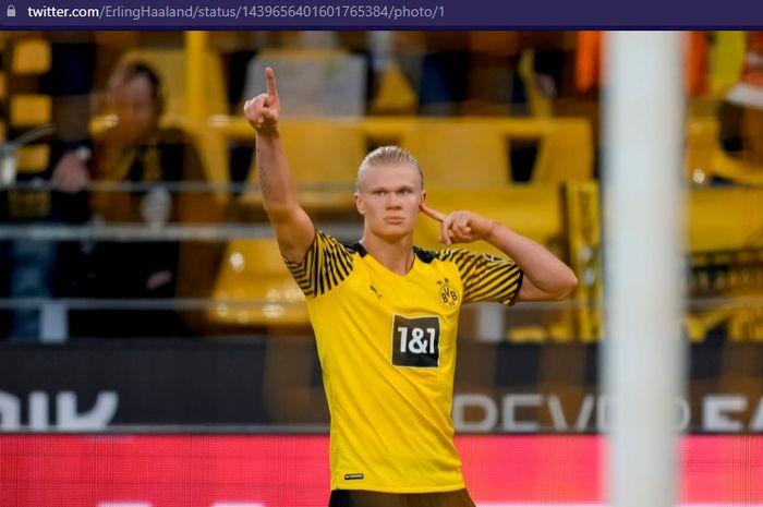 Penampilan menggila Erling Haaland membawa Borussia Dortmund menembus 3 besar klasemen sementara Bundesliga 2021-2022.