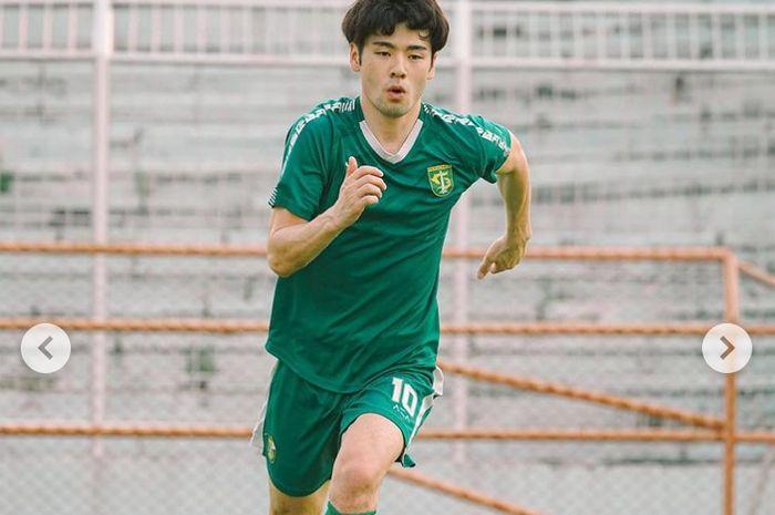 Pemain asing Persebaya Surabaya, Taisei Marukawa, saat menjalani latihan perdana secara terpisah dengan Bajul Ijo, Selasa (1/6/2021).