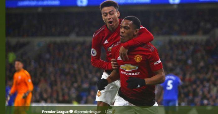 Penyerang Manchester United, Anthony Martial (kanan), merayakan golnya bersama Jesse Lingard dalam l