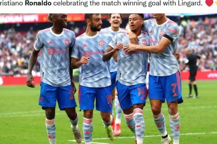 Para pemain Manchester United merayakan gol Jesse Lingard ke gawang West ham United dalam macthday kelima Liga Inggris 2021-2022.