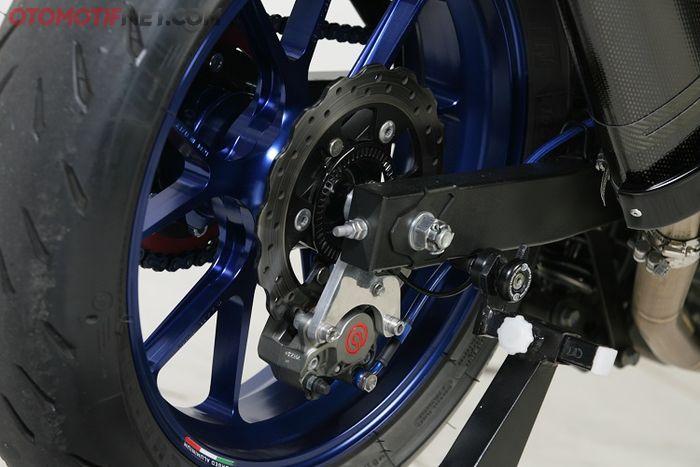 Kaliper Brembo 2 piston lengkap dengan bracket custom dari Layz Motor berbahan aluminum