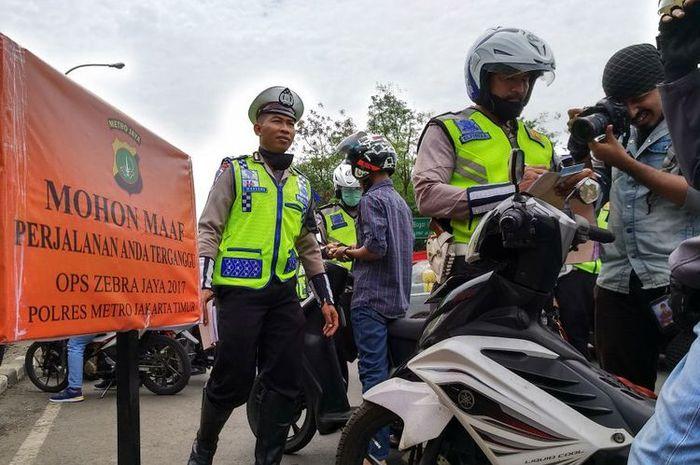 Operasi Zebra di Pasar Rebo, Jakarta Timur, Selasa (14/11/2017).(stanly)