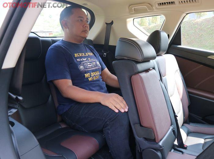Jok baris belakang masih nyaman dimuati penumpang dewasa