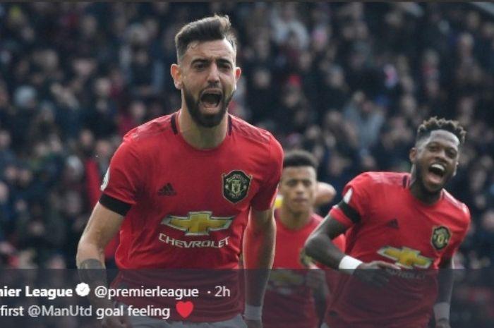 Gelandang Manchester United, Bruno Fernandes, melakukan selebrasi seusai menjebol gawang Watford pada Minggu (23/2/2020).