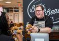Hari Disabilitas Internasional: Bitty & Beau's Coffee, Kedai Kopi yang Pelayannya Adalah Penyandang Disabilitas