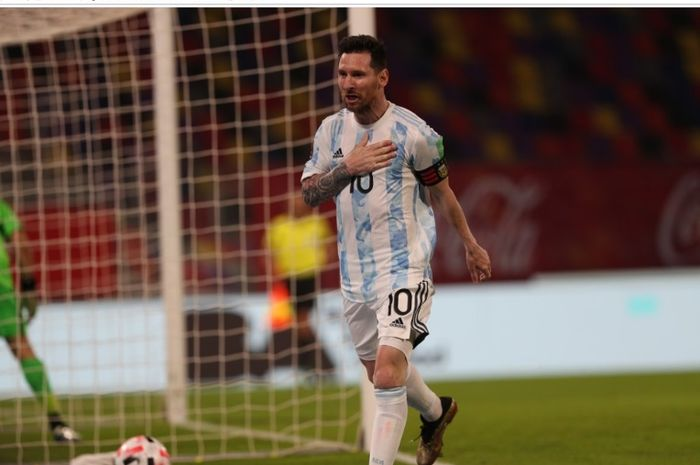 Megabintang Argentina, Lionel Messi, melakukan selebrasi usai menjebol gawang Cile pada pertandigan Kualifikasi Piala Dunia 2022.