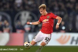 Gegara Pemain Ini, Manchester United Urungkan Niat Cari Bek Kiri