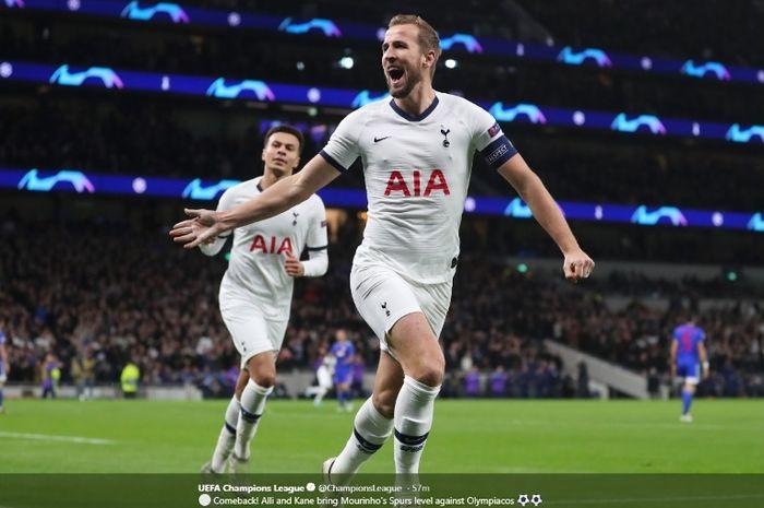 Striker Tottenham Hotspur, Harry Kane, merayakan gol ke gawang Olympiacos dalam laga Liga Champions pada Selasa (26/11/2019).