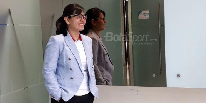 Ratu Tisha Destria, Sekjen PSSI, saat berkunjung ke kantor BolaSport.com dan Tabloid BOLA (8/8/2018)