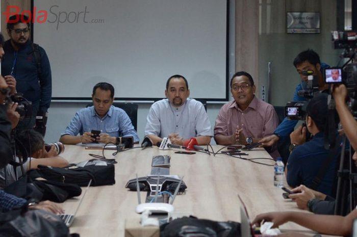 COO dan CEO PT Liga Indonesia Baru (LIB), Tigor Shalomboboy dan Risha Adi Wijaya di Kantor LIB, Mena
