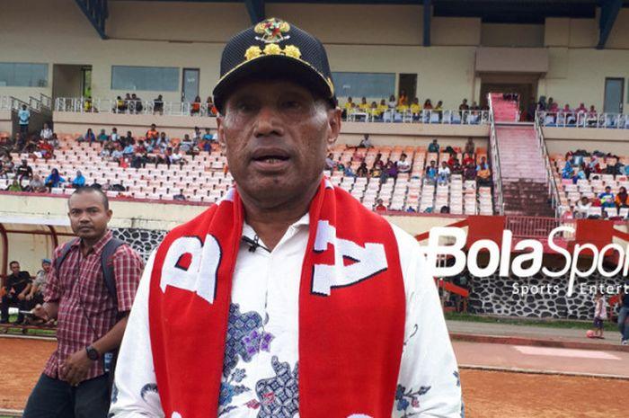 Walikota Jayapura, Benhur Tomi Mano, saat menghadiri Bhayangkara Papua Football Festival di Stadion
