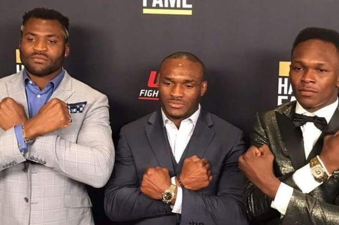 Tiga juara UFC asal Afrika, dari kiri ke kanan: Francis Ngannou, Kamaru Usman, dan Israel Adesanya.