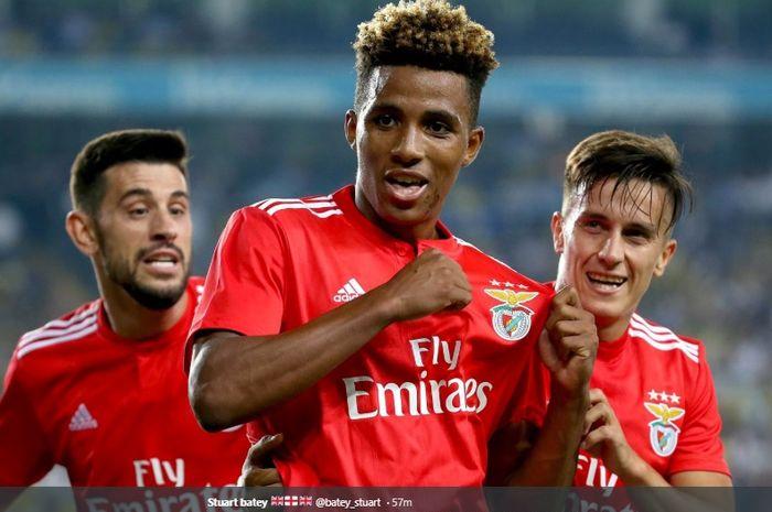 Gelandang muda Benfica, Gedson Fernandes, dikabarkan diincar Manchester United.