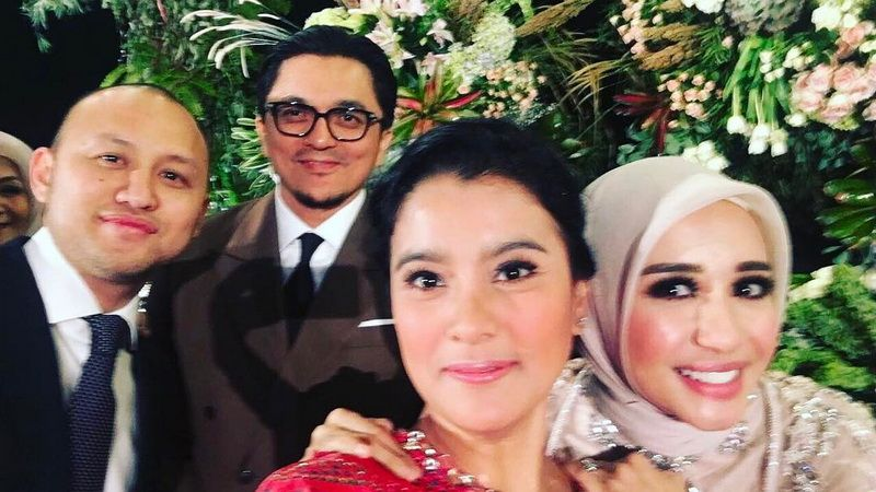 Engku Emran Curahkan Isi Hatinya Di Media Sosial Setelah Cerai Dengan Bella Mantan Istrinya Malah Terlihat Makin Bahagia Setelah Terbebas Dari Aturan Ketat Pengusaha Malaysia Itu Semua Halaman Fotokita