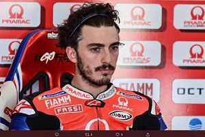 Francesco Bagnaia Marah Bahunya Terkilir Akibat Ulah Joan Mir di Seri Terakhir MotoGP 2020