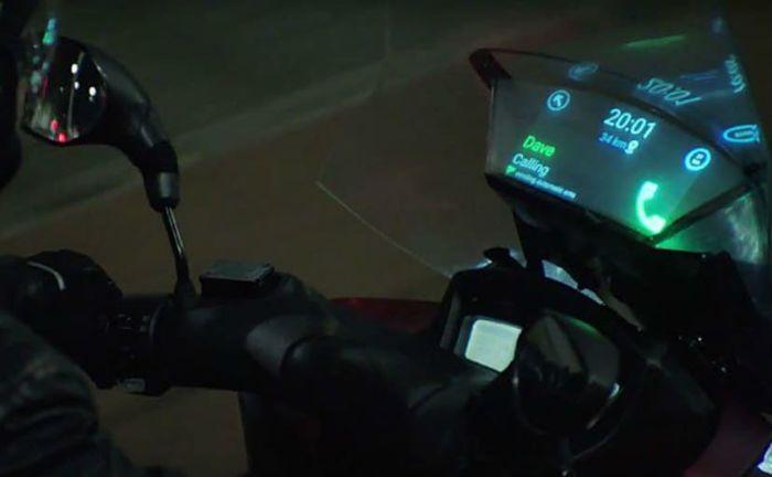 Windshield pintar yang dikembangkan Samsung bersama dengan Yamaha