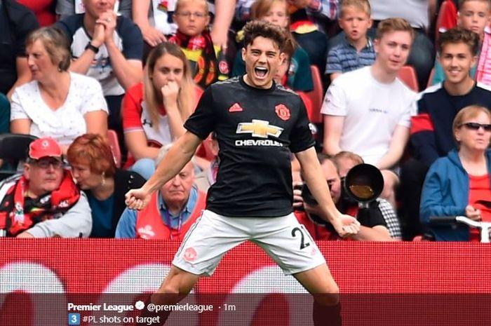 Pemain sayap Manchester United, Daniel James, merayakan gol yang ia cetak ke gawang Southampton.