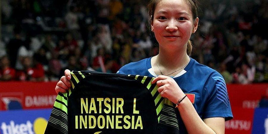 Momen Huang Yaqiong Minta Jersey dan Peluk Liliyana Natsir Usai Final