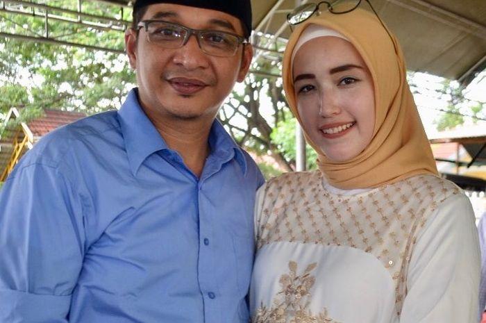 Jadi Istri Pejabat, Yuk Intip Gaya Hijab Adelia Istri Pasha Ungu