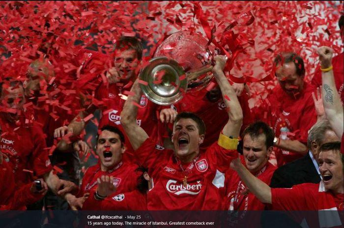 Para pemain Liverpool merayakan gelar juara Liga Champions 2005 usai mengalahkan AC Milan dalam adu penalti dengan skor 3-2.