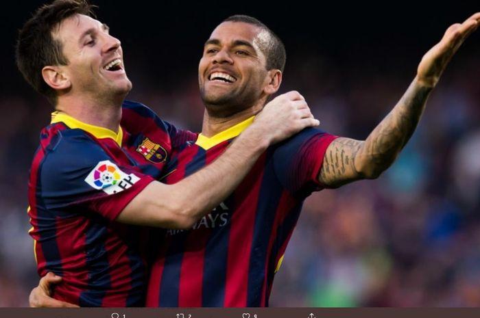 Lionel Messi dan Dani Alves saat masih menjadi rekan setim di Barcelona.