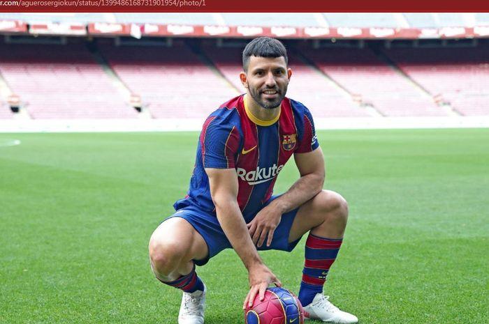 Sergio Aguero mengungkapkan perasaannya bergabung dengan Barcelona setelah kena prank Lionel Messi hingga merelakan gajinya turun dratis.