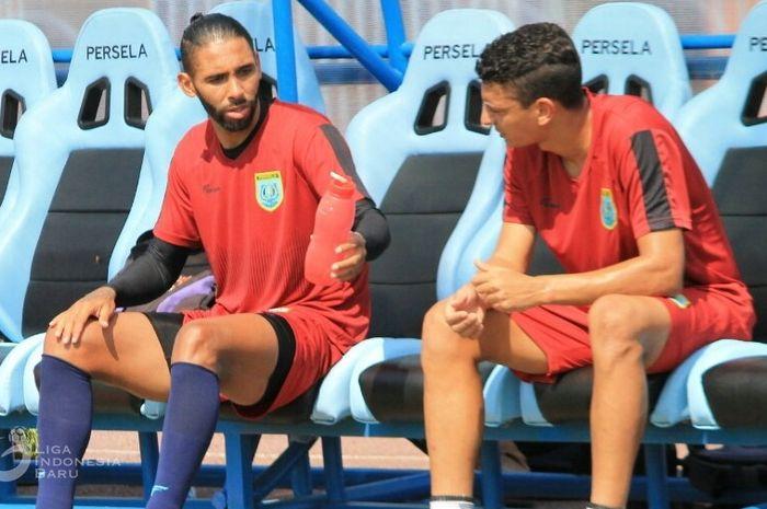 Pemain baru Persela, Demerson Bruno Costa (kiri), saat menjalani trial.