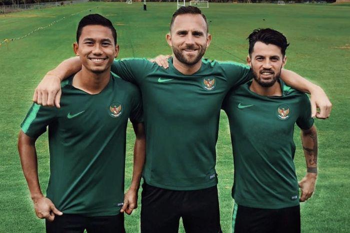 Pemain Bali United, Ricky Fajrin, Ilija Spasojevic, dan Stefano Lilipaly, ketika berlatih bersama skuuat timnas Indonesia.