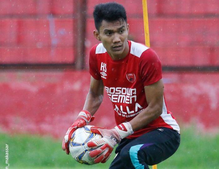 Kiper PSM Makassar, Hilman Syah, saat menjalani latihan.