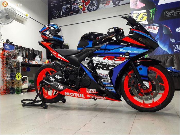 Yamaha R3/R25 tampil bergaya racing look