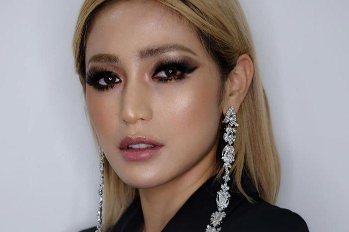 Riasan mata dramatis Jessica Iskandar