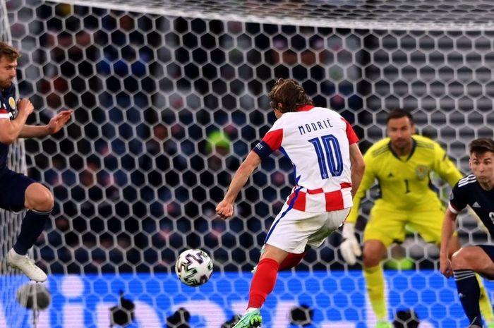 Heboh Luka Modric bikin gol cantik di Euro 2020, ternyata pernah gowes sepeda listrik seharga Ninja 250.