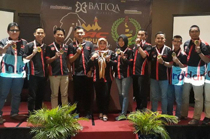 TAC Chapter Lampung foto bersama ketua barunya, Tri Listiana (tengah)